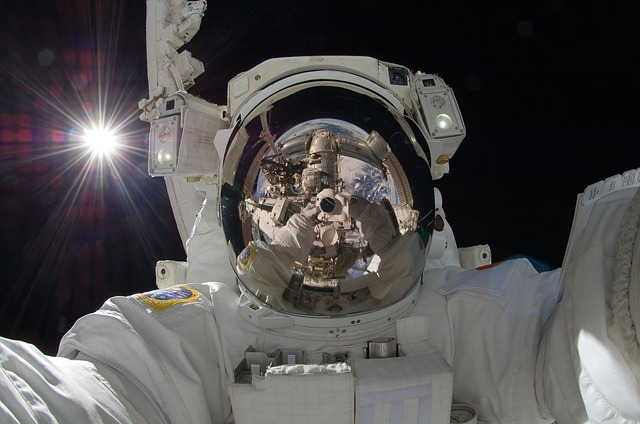 astronaut-877306_640