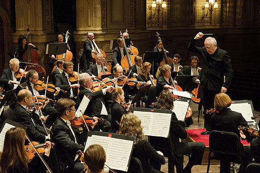 512px-Vancouver_Symphony_Orchestra_with_Bramwell_Tovey