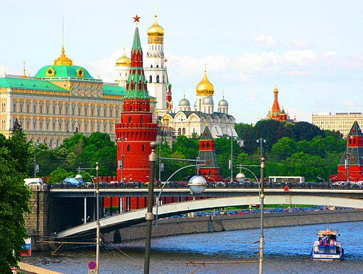 Moscow_river_&_Kremlin._Moscow,_Russia._-_panoramio
