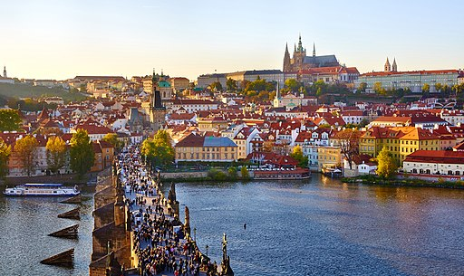 512px-Prague_(6365119737)