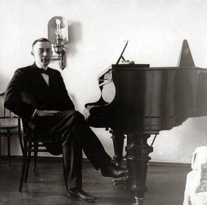 512px-Sergei_Rachmaninoff,_1910s